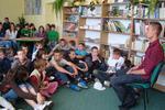 Bartek Głowacki podczas czytania